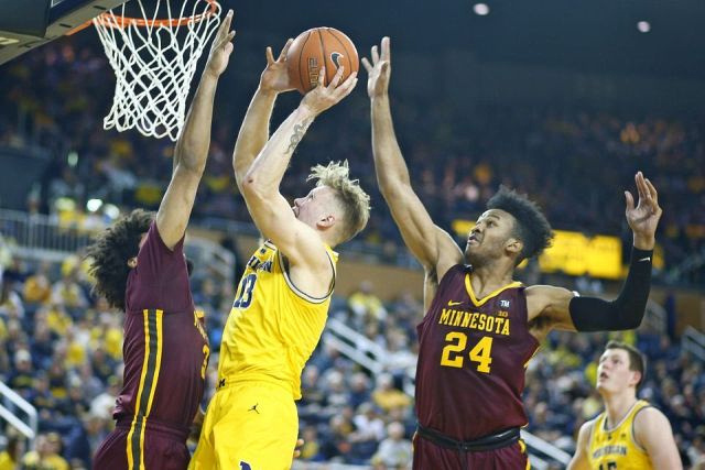 Michigan Forward Ignas Brazdeikis (13) Gets by Two Minnesota Defenders for a Score.