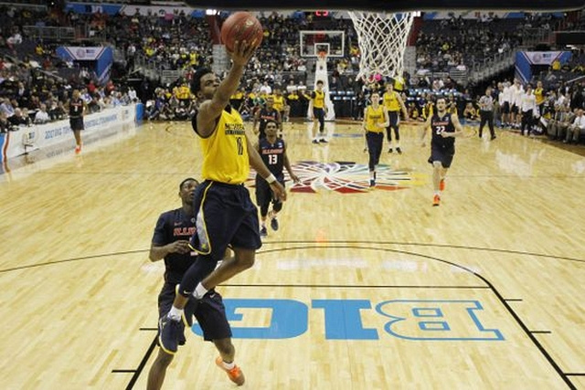 Michigan Guard Derrick Walton Jr. (10) Gets by the Illinois Defender for a Lay-up